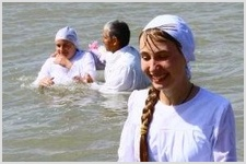 73 человека приняли крещение в Иртыше/ФОТОРЕПОРТАЖ