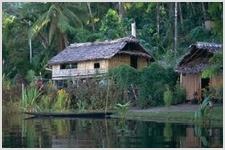 Члены племени менген в Папуа-Новой Гвинее совершили крещение