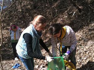 Адвентисты очистили лесопарк от мусора