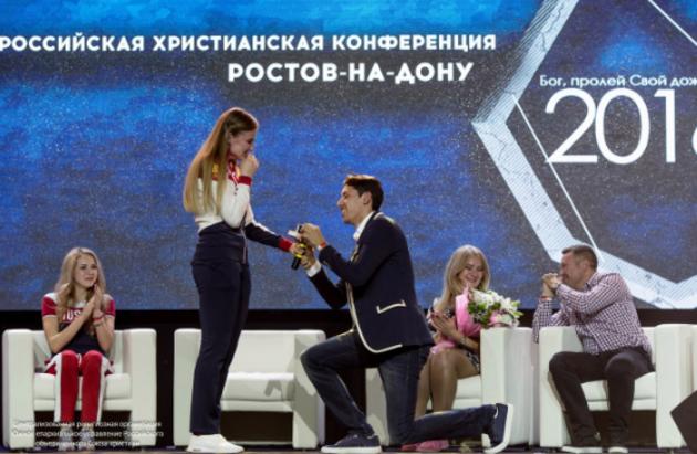 Олимпийские чемпионы объявили о помолвке на конференции