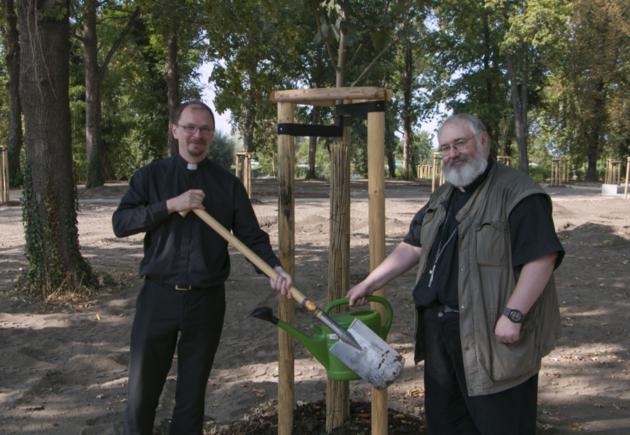 Российские лютеране в саду Лютера